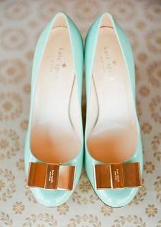 爽やかなティファニーブルーがウェディングにぴったり♪ケイトスペードのラウンドトウパンプス♡ ウェディングではきたい花嫁の憧れシューズまとめ。結婚式・ブライダルの靴の参考に☆