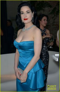 dita von teese is lady in blue at pasquale bruni 03 Dita Von Teese keeps it bright in a gorgeous blue dress while attending the Pasquale Bruni Secret Garden Cocktail Party on Thursday (June 18) in Milan, Italy.  …