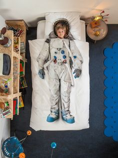 Astronaut Print Duvet.  A great addition for your boy's bedroom. @Luvocracy |