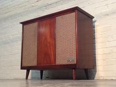 MID-CENTURY MODERN STEREO CONSOLE - AM-FM RADIO / RECORD PLAYER -TV/MEDIA STAND