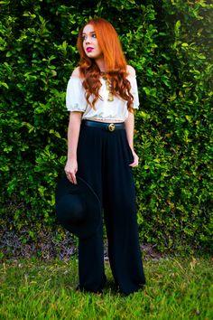 Look do dia usando pantalona preta e cropped ombro a ombro  #lookdodia #boho #bohemian #pantalona #cropped #ombroambro #lookoftheday #look #ootd #moda #chapéu #fashion #fashionista #ruiva