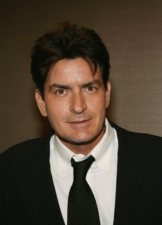 Charlie Sheen Height, Weight, Biceps Size and Body Measurements