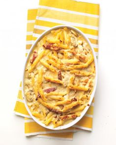 Baked Penne with Chicken and Sun-Dried Tomatoes - Martha Stewart Recipes. I'd swap out the sun dried tomatoes w/artichoke hearts (personal preference) Think Food, Love Food, Sundried Tomato Chicken, Chicken Penne, Baked Chicken, Penne Pasta, Pasta Bake, Rice Pasta, Creamy Chicken