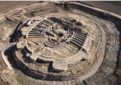 SPAIN / IBERIA / Archaeo - Els Vilars (Arbeca), Lérida. Es uno de los poblados ibéricos más singulares de la peninsula. Erigieron una fortaleza inexpugnable y desmesurada para la época. Por los vestigios encontrados, se sabe que su población era pequeña y rica, cultivaban la tierra y criaban caballos. Sin embargo, en el año 350 a. C., el poblado fue abandonado por razones que se desconocen. No hay signos de batalla y el perímetro de la fortaleza, y su interior, continúa intacto.