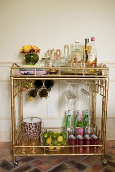 Gold Bar Cart: The Secret for a Mid-Century Home Bar Decor Diy Bar Cart, Gold Bar Cart, Bar Cart Styling, Bar Cart Decor, Ikea Bar Cart, Style At Home, Home Bar Decor, Bar Furniture, Plywood Furniture