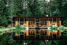 The pond it sits on is manmade, and so is the structure - but those are about the only unnatural features of the Newberg House. Located in the Oregon town of the same name, the home was designed to blend...