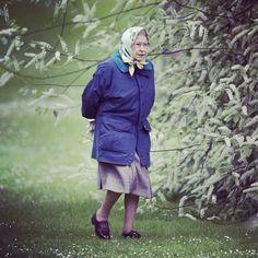 Знаменитости, какими выихневидели Вот так глянешь — бабуля в магазин идет... А присмотришься — королева Англии...