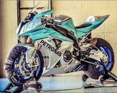 "306 Likes, 8 Comments - Kırmızı Garaj (@kirmizigaraj) on Instagram: ""Günaydın. #motoron #motorin #motosiklet #motorsiklet #yamaha #honda #kawasaki #suzuki #bmw #ducati…"""