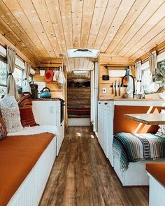 You belong to those groups people who rarely care about glamour as well as over-the-top designs for your house, then this is definitely your current cup of joe. Look at this post for 10 diy home decor ideas on budget. School Bus Tiny House, School Bus Camper, Old School Bus, Truck Camper, Bus Living, Tiny House Living, Motorhome, School Bus Conversion, Vanz