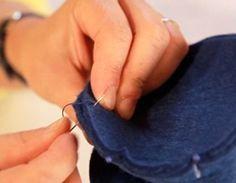 Ötletes Blog: Filcből aranyos tojáskínáló nyuszik Textiles, Recycled Crafts, Crafts For Kids, Bunny, Christmas Decorations, Christmas Décor, Bergen, Blog, Bunny Crafts