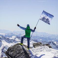 Lebe für die Momente, die du nicht in Worte fassen kannst und STEIGAUF. Danke Peter Maier für das tolle Foto. #steigauf #adventures #nature #mountains #inspiration #motivation #bergsteiger #flags Mount Everest, Happy Birthday, Action, Mountains, Motivation, Nature, Travel, Inspiration, Mountain Climbers
