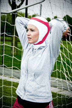 The Capsters Football in action (photo copyright: Eline de Jong) Sports Hijab, Swimsuits 2014, Religion, Two Sisters Cafe, Muslim Beauty, Evolution Of Fashion, Muslim Hijab, Recipe From Scratch, Cat Treats