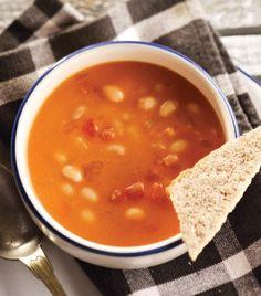 Sopa de alubias. Puedes anadirle chorizo y/o tocino y ramita de cilantro.