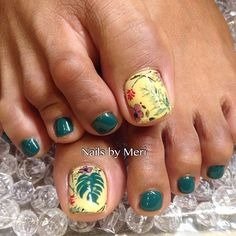 Картинка с тегом «green, green nails, and pedicure»