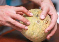 How to Buy a Cantaloupe. The strange patterns on a cantaloupe may as well be a map of Pluto for many shoppers. Unlock the secrets of this musky fruit and learn how to leave the store with a ripe, sweet bounty. Sugar Cookie Icing, Best Sugar Cookies, Storing Fruit, Ripe Pineapple, Ripe Fruit, Fresh Fruit, Fruit Picking, Wedding Soup, Celery Juice