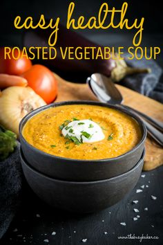 Easy Healthy Roasted Vegetable Soup is a simple healthy soup recipe that's packed with freshly roasted seasonal vegetables! It's quick and easy to make! Recipe from ! Roasted Vegetable Soup, Vegetable Soup Healthy, Vegetable Soup Recipes, Roasted Vegetables, Fall Vegetables, Roasted Pepper Soup, Veggies, Winter Vegetable Soup, Vegetable Ideas