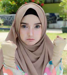 Ootd Hijab, Hijab Chic, Hijab Outfit, Arab Girls Hijab, Muslim Girls, Beautiful Muslim Women, Beautiful Hijab, Hijabi Girl, Girl Hijab