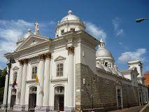 La Iglesia Cátolica #BasílicaDeSantaTeresa en el Centro de #Caracas que fue objeto de #Ataque ayer por #Delincuentes indentificados con el Régimen en el #Poder en #Venezuela; el #Asalto se produjo a mitad de la #Misa del #MiércolesSanto impartida por el #CardenaUrosaSavino cómo preparación para la #Procesión del #NazarenoDeSanPaulo la cual se suspendió a consecuencia de los hechos acaecidos.