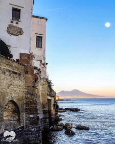 Naples Italy, Mansions, House Styles, Wallpaper Ideas, Travelling, Instagram, Italia, Light House, Tourism