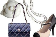 Acessórios estilo Chanel, bolsa em matelassê, com correntes douradas, pérolas e sapato com bico contrastante.