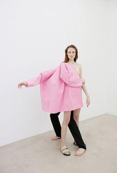 the inspiration provider Fashion Photography Inspiration, Photoshoot Inspiration, Editorial Photography, Portrait Photography, Style Inspiration, Pink Lady, Fashion Designer, Fashion Brand, Anti Fashion
