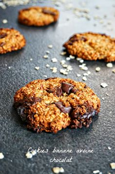For a dozen cookies banana chocolate oatmeal - RECETTES - Banane Low Carb Desserts, Dessert Recipes, Cookies Banane, Vegan Granola, No Carb Recipes, Chocolate Oatmeal, Chocolate Cookies, Diabetic Snacks, Healthy Cookies