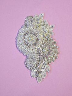 Swarovski Crystal Embroidery  Greco by allysonjames on Etsy, $168.98. IDEA PARA PETALOS.