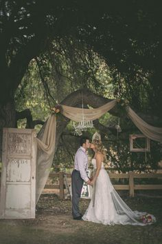 Rustic & romantic! Our favorite!! {Michael Anthony Photography}