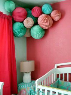 Gestalten Sie die Babyzimmer Ecke mit bunten Laternen