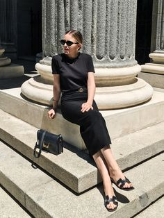 black on black Black Summer Outfits, All Black Outfit, One Shoulder Swimsuit, Solid And Striped, Leopard Print Bikini, Minimalist Chic, Black Sleeveless Top, Casual Looks, Ally Mcbeal