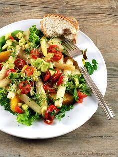 Spargelsalat mit Orange, Brunnenkresse und Avocado-Tomaten-Salsa