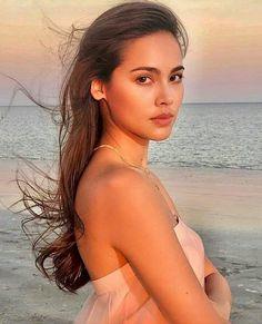 I vote Urassaya Sperbund (Thailand-Norwegian) For The 100 most Glamorous Faces/ Most Beautiful wome. Very Beautiful Woman, Naturally Beautiful, Really Pretty Girl, Pretty Girls, Thai Model, Female Actresses, Girl Model, Pretty People, Asian Beauty