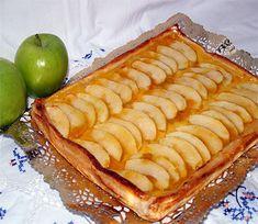 """Tarta de manzana con flan por menos de 3 euros       Tarta de manzana con flan por menos de 3 euros.Yo también me he sumado al reto de YouTube de hacer una tarta por menos de 3 euros. Bueno en realidad fue Adela de """"El Dulce Paladar"""" la que me retó a hacerla.    Y desde"""