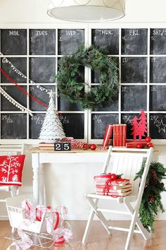 This giant window chalkboard is just epic! Old windows are perfect for upcycling. This window chalkboard is extra special because it's a chalkboard calendar Noel Christmas, Winter Christmas, All Things Christmas, Christmas Crafts, Christmas Decorations, Holiday Decor, Christmas Vignette, Simple Christmas, Christmas Ideas