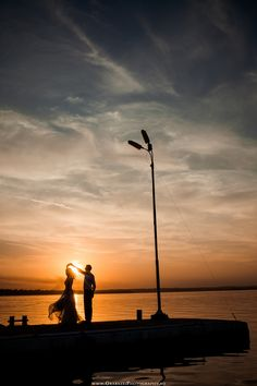 After Wedding Session at sunset | Trash The Dress, Constanta | More Photos on: http://www.grabazeiphotography.ro/?page=trashthedress&id=173 Sedinta Dupa Nunta | Fotograf Nunta