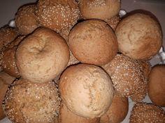 Πεντανόστιμη νηστίσιμη συνταγή για κουλουράκια! Συνδυάζονται τέλεια με τον καφέ σας Tahini, Bagel, Hamburger, Muffin, Bread, Breakfast, Desserts, Recipes, Food