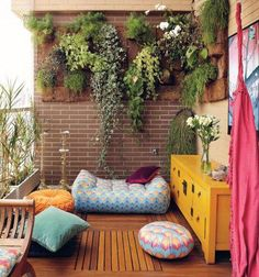 small balcony with vertical garden and bohemian vibe, balcón con jardín vertical y puffs - Alles über den Garten Outdoor Rooms, Outdoor Living, Outdoor Decor, Outdoor Parties, Outdoor Ideas, Small Balcony Garden, Balcony Ideas, Small Patio, Small Balconies
