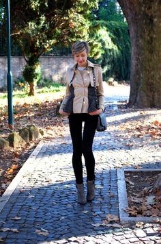 Classy Trench in Beige, Tweed & Black