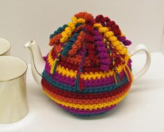 Crochet pattern for Tea Cosy / Cozy trimmed with spirals and braids