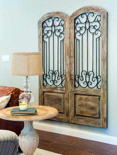 décoration murale bois à faire soi-même en volets de porte en bois et fer forgé