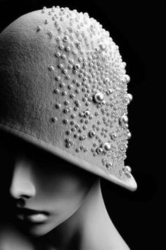 Cloche Hat by Anya Caliendo, Couture Millinery Atelier - Mlle Look Gatsby, Gatsby Style, Style Année 20, 1920s Style, Vintage Outfits, Vintage Fashion, Victorian Fashion, 1930s Fashion, Wearing A Hat