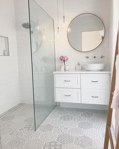 68 + Amazing Tiny House Badezimmer Dusche Ideen – eleganhome – Join in the world of pin Tiny House Bathroom, Bathroom Design Small, Bathroom Interior Design, Master Bathroom, Bathroom Vanities, Bathroom Cabinets, Bathroom Designs, Small Bathroom Tiles, Light Bathroom