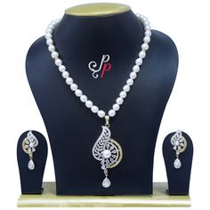 Traditional Yet Fashionable Pearl Necklace Set in White Pearls
