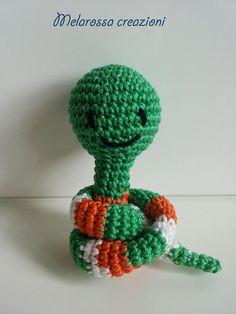 Serpentino colorato amigurumi pupazzo per bambini all'uncinetto in cotone senza parti metalliche interne,idea regalo,bomboniera,gadgets.