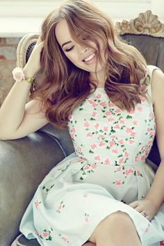 'Today I choose happines' - Tanya Burr Lady Like, Tanya Burr, Jim And Tanya, Famous Youtubers, British Youtubers, Vogue, Portrait, Girl Crushes, Hair Trends