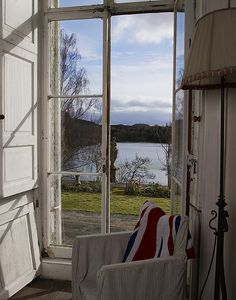 Beautiful window/lake/place to read a book. I would love to be there.