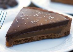 Chocolate Caramel Tart - crazy awesome fabulous wonderful MAKE IT MAKE IT and all your life problems will cease to exist. Tarte Caramel, Chocolate Caramel Tart, Chocolate Chocolate, Caramel Pie, Chocolate Lovers, Chocolate Desserts, Chocolates, Just Desserts, Dessert Recipes