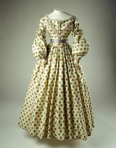 Printed wool challis dress with detatchable sleeves ca 1838