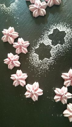Pink Cookies, Sweet Cookies, Cherry Blossom Party, Royal Icing Piping, Macarons, Meringue Cookies, Cute Desserts, Just Cakes, Food Decoration