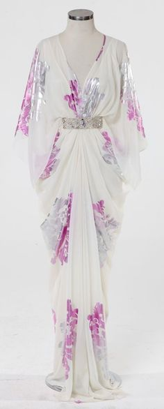 White daisies are a symbol of loyal love. White has purification vibrations and can be used to clear blocks from your path direction. Abaya Fashion, Muslim Fashion, Modest Fashion, Fashion Dresses, Kaftan Abaya, Kaftans, Dress Skirt, Dress Up, Modest Outfits